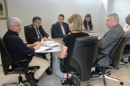 Douglas Fabrício e prefeitos da Comcam reforçam parcerias com governo