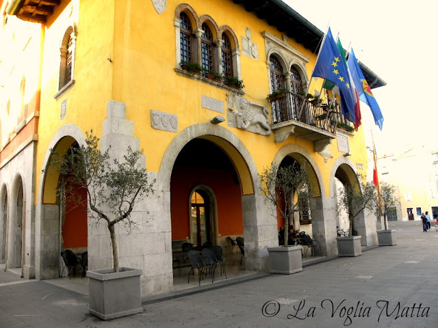 il Municipio di Muggia, località della costa triestina