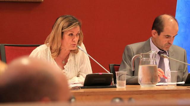 La alcaldesa, durante el pleno