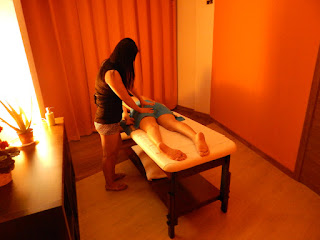 Eva asian masseuse massaging buttocks in massage center Hâi, La Malagueta, Malaga