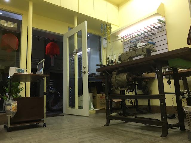 店面內有休息區更衣室,每個人衣櫥裡,總能找出一堆如不合尺寸,花色過時,或老舊破損的衣服。捨不得丟的理由中,最多的是具有紀念價值的舊衣服, 本店提供給您正確又快速的衣服修改賦予衣服新生命!