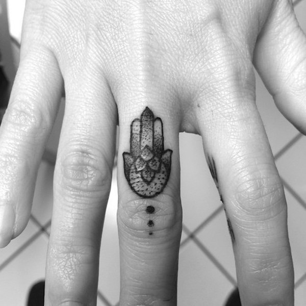 30 Amazing Attractive Finger Tattoo Styles-17