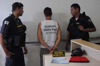 Acusado de roubo é preso pela Guarda Municipal de Uberaba (MG) no Albergue