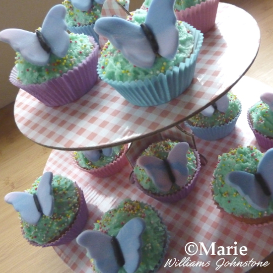 Making the Pretty Butterfly Cupcake Designs Butterflies cup cakes wings Spring Easter recipe