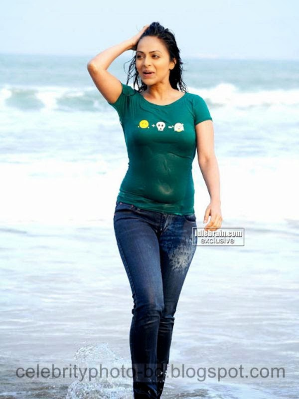 Tamil Actress Richa Pallod Hot Boobs and Navel Show Photos Collection In Wet Tshirt and Jeans