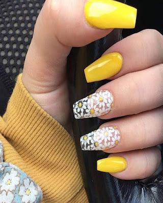 diseño de uñas amarillas transparentes