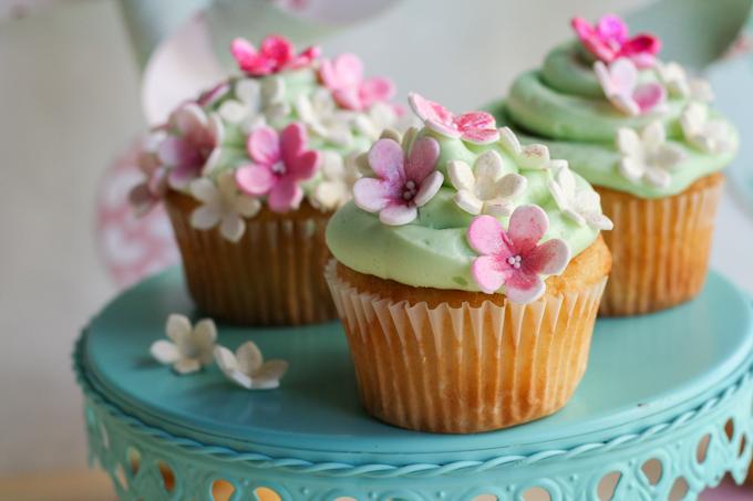 Beautiful Bridal: Spring Fondant Flower Cupcakes