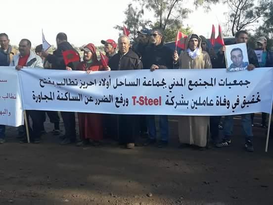 وقفة احتجاجية أمام جماعة الساحل إثر مقتل عاملين اختناقا بمعمل لتدويب المتلاشيات
