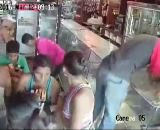 ¿HAMBRE O VANDALISMO? Las dramáticas imágenes del saqueo a una panadería en Venezuela (+ Video)