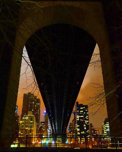 Le Chameau Bleu -  Sous le pont de Queens Boro