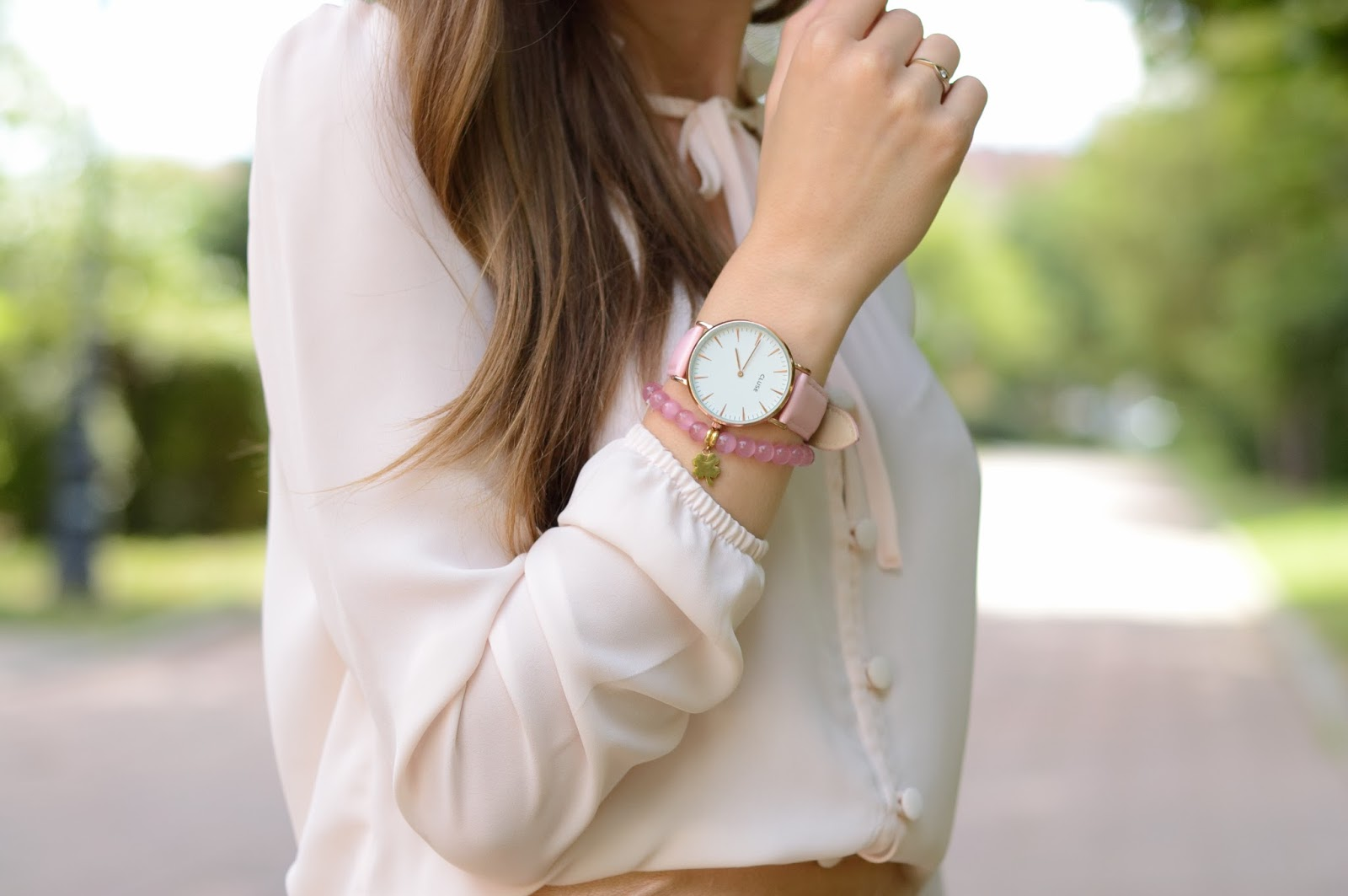 Look na randkę | złota spódnica | Bonprix