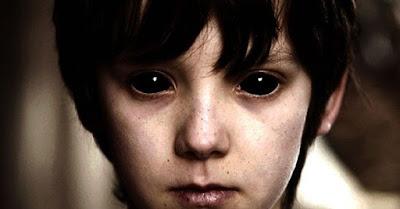 Những câu chuyện bí ẩn về đứa trẻ mắt đen trên thế giới