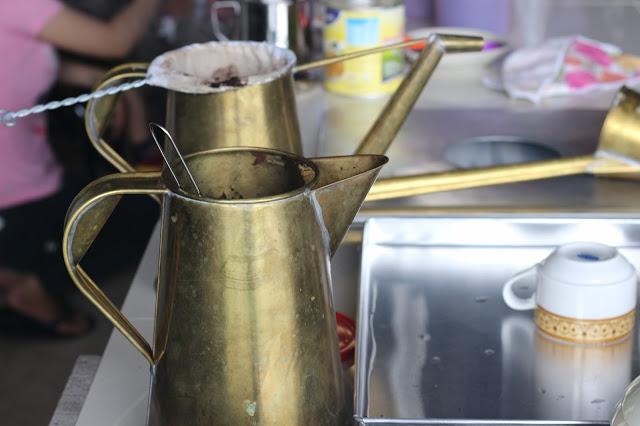 teko dan saringan kopi Ala Warung Kopi Pontianak