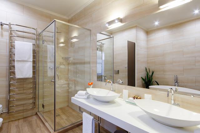 Jak oświetlić łazienkę, by była w pełni funkcjonalna?