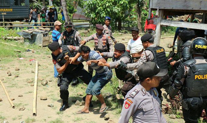 FOTO: Eksekusi Lahan di Kajuara Bone Ricuh