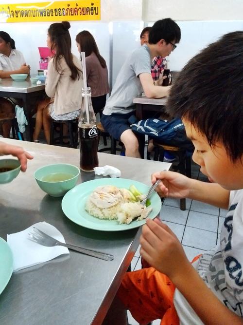 バンコク名物ピンクのカオマンガイを食べる☆Khao Man Kai