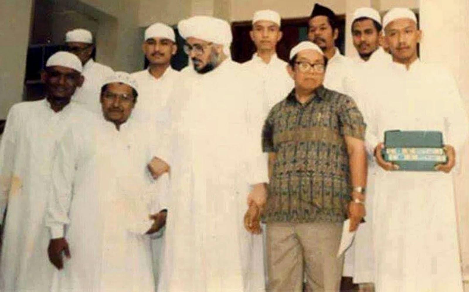 Hubungan Sayyid Muhammad bin Alawi al-Maliki Degan Gus Dur