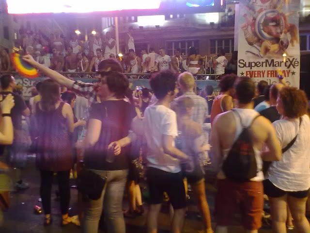 Programación de las fiestas del orgullo gay 2012 en la plaza de Esàña este din de semana