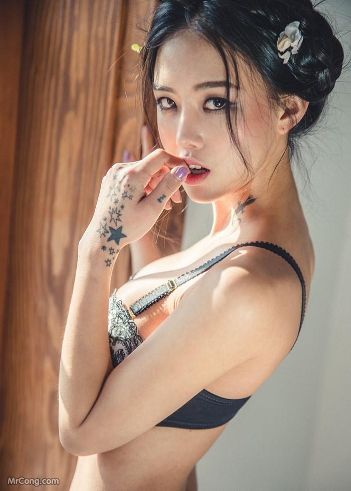 Người đẹp Baek Ye Jin sexy với nội y trong bộ ảnh tháng 3