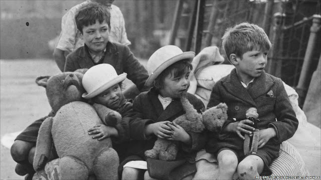 29 September 1940 worldwartwo.filminspector.com London evacuees