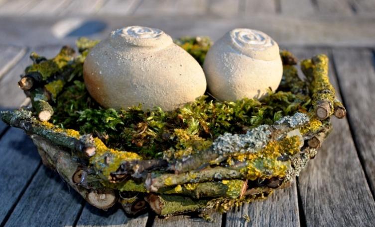 Nest aus Ästen für Ostern