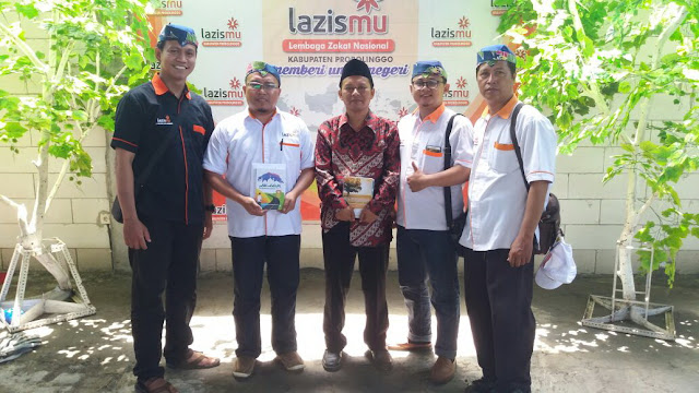 Team Lazismu Jember bersama Ust. Zaini Pengasuh Ponpes SPEM Kota Pasuruan