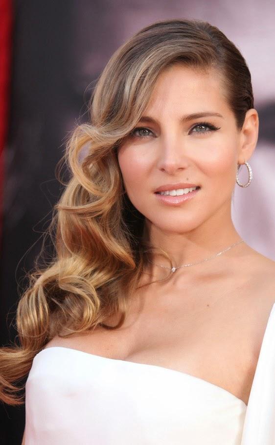 Diversión y halagos peinados de lado Fotos de los cortes de pelo de las tendencias - Peinado De Lado Suelto Con Ondas
