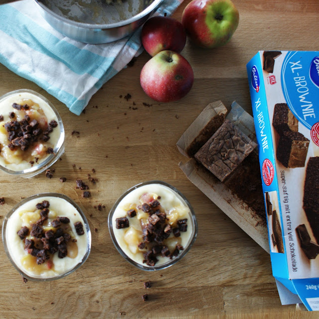 Trifle mit Brownie, Pudding & Apfelkompott