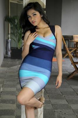 Ririn Setyarini artis seksi saat hamil