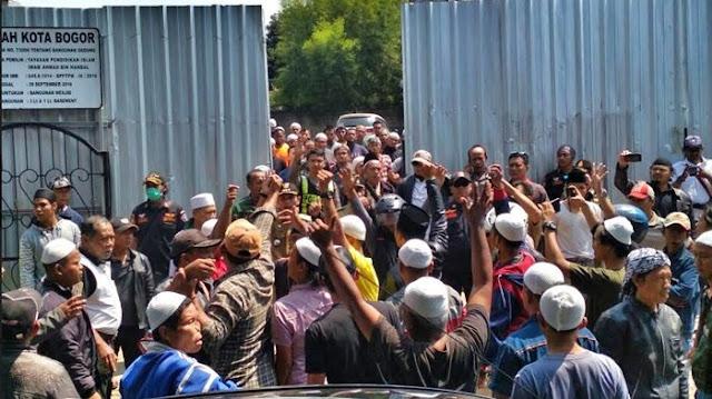 demo di masjid imam ahmad bin hambal