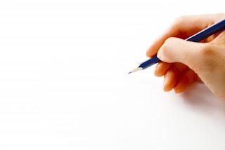 申請図面を書いているイメージ