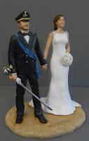 sposi torta nuziale personalizzati uniforme esercito sciabola orme magiche