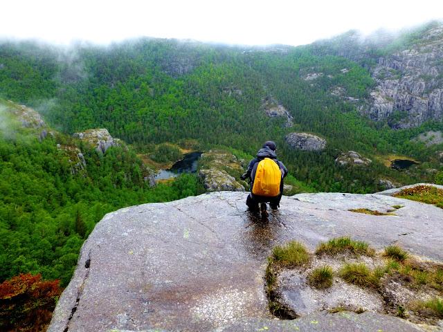 Valles y bosques camino del Preikestolen