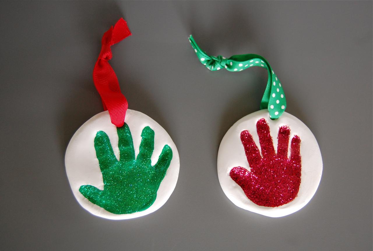 hey jen renee: easy + mess-free baby handprint ornament