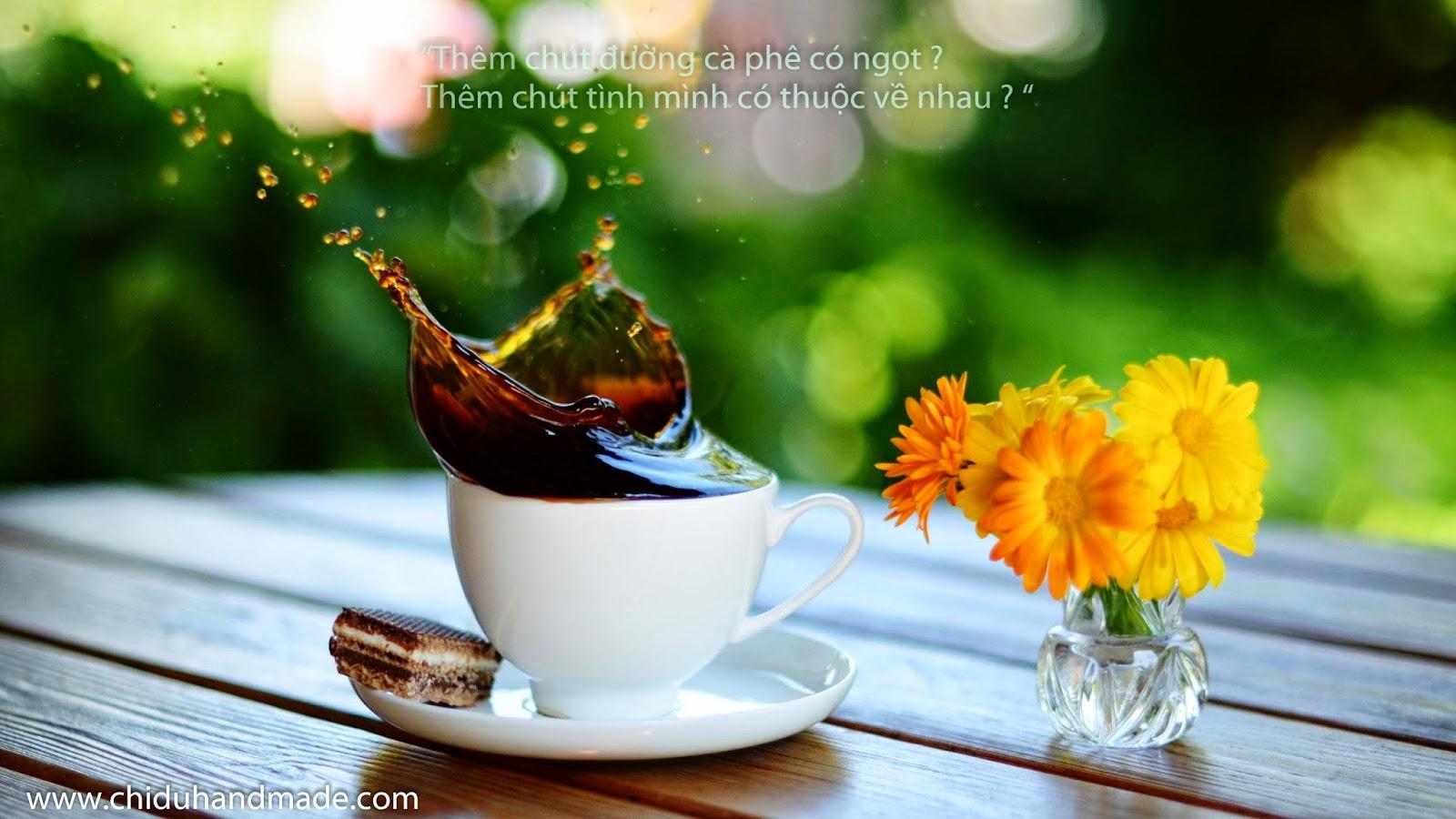 Ta mở tung cửa sổ đón nắng sớm, tay cầm 1 tách cafe khe khẽ nói: \