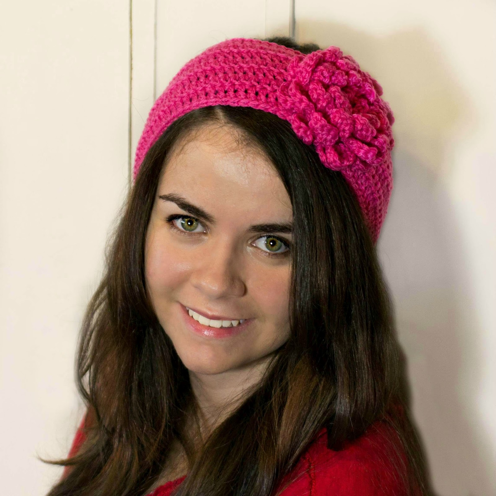 Gauge and Sizing. 4 sts x 2 rows = 1″ in double crochet. Following the written instructions without any modifications to size, your finished headband will measure approximately 20″ in circumference and will stretch to fit approximately 22″ circumference.