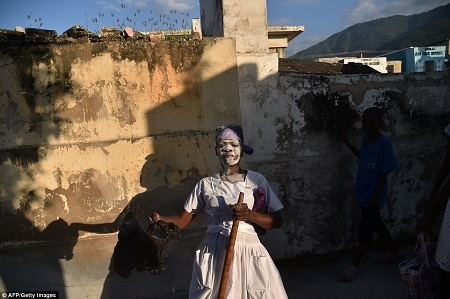 Day of the Dead: See Voodoo Practitioners Performing Rituals to Appease Spirits in Haiti (Terrifying Photos)
