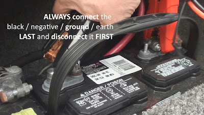 Connecting the ground wire clamp to a 12V battery