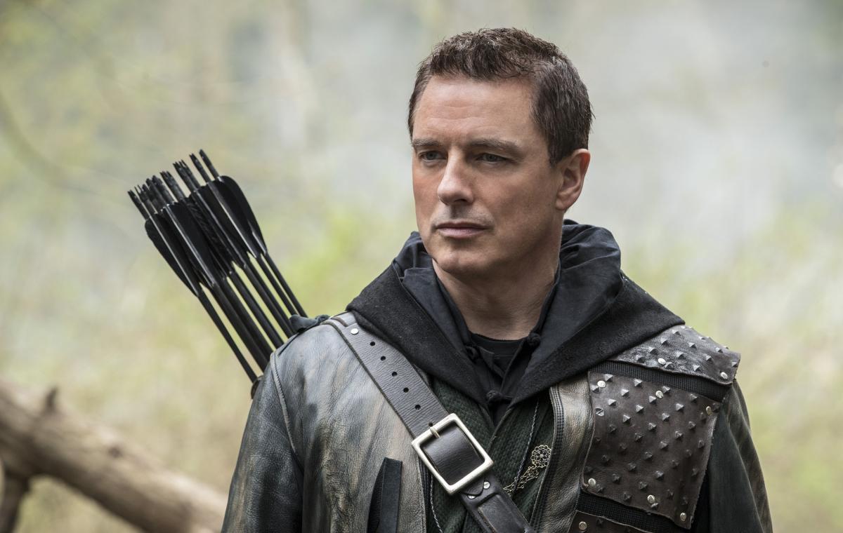 Josh Barrowman como Malcom Merlyn en el final de la quinta temporada de Arrow