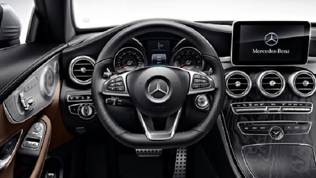 Vô lăng Mercedes C300 Coupe thiết kế 3 chấu thể thao