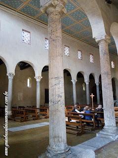 Colunas em mármore pavonazzetto da Igreja de São Jorge al Velabro