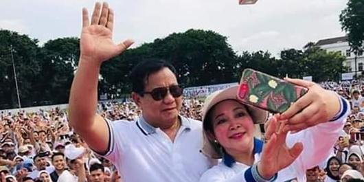 Emak-emak' Ingin Prabowo-Titiek Soeharto Rujuk