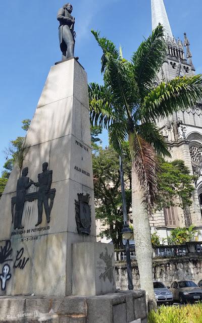 Catedral de São Pedro Alcântara ao fundo