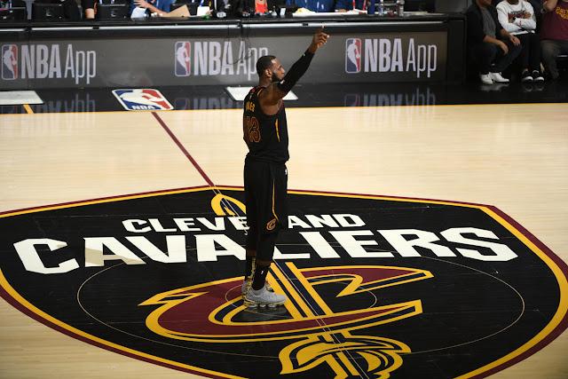 Cleveland ou une autre équipe pour James la saison prochaine?