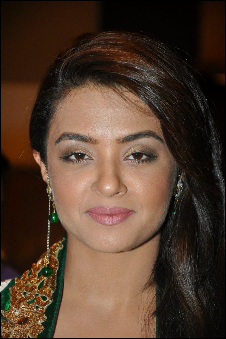 Beauty Galore Hd  Surveen Chawla In Churidar Dress -7764