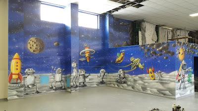 Malowanie w pokoju dziecięcym, artystyczne malowanie ścian w pokojach dziecięcy, malowanie robocików na ścianie, pokój dla chłopca aranżacja, jak urządzić pokój chłopca?