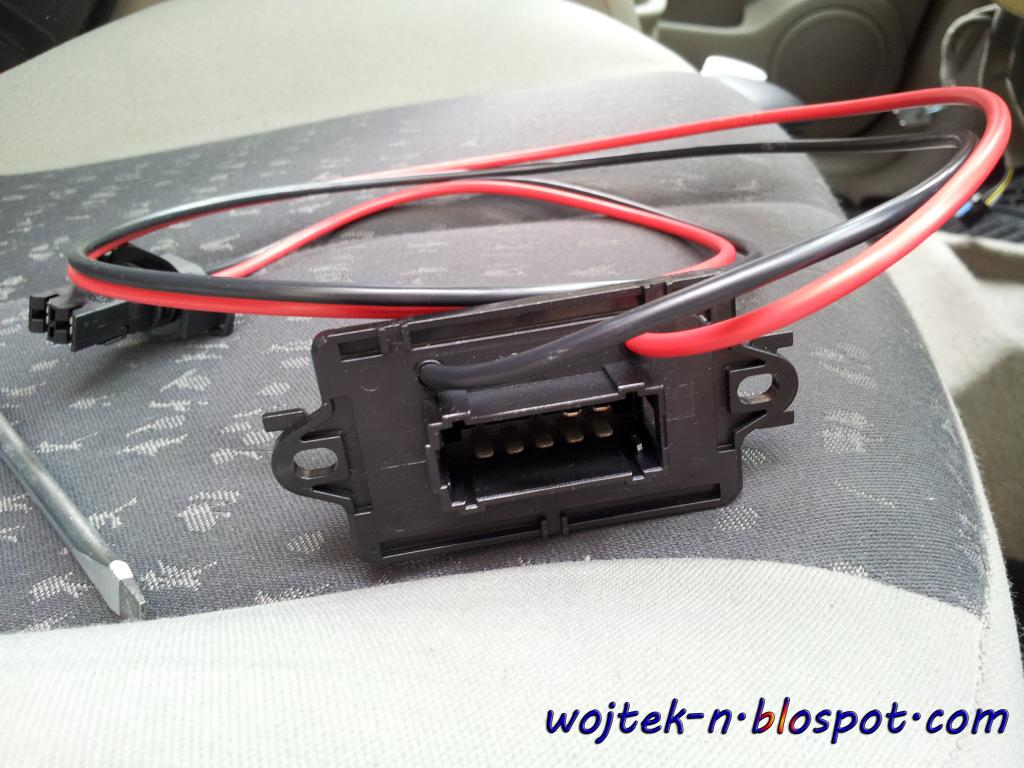 on renault scenic 2005 heater resistor location