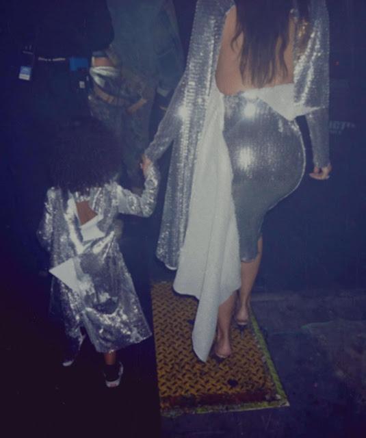 Kim-Kardashian-sexy-booty-image-on-Instagram
