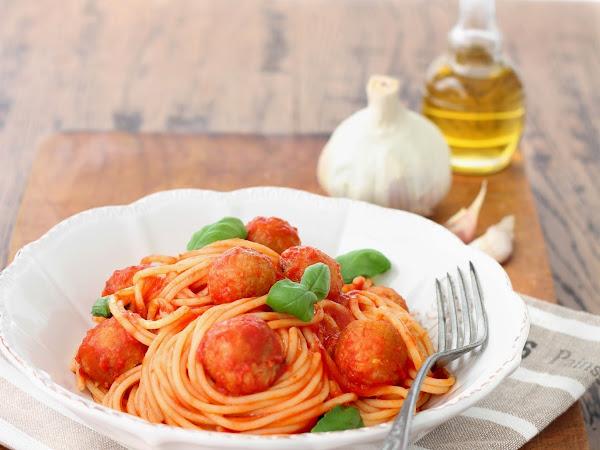 Spaghetti con polpette vegetariane di ceci