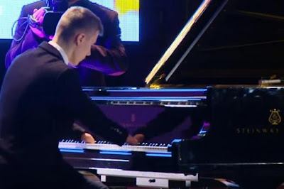 Tài năng Piano không tay khiến nhiều người phải nể phục